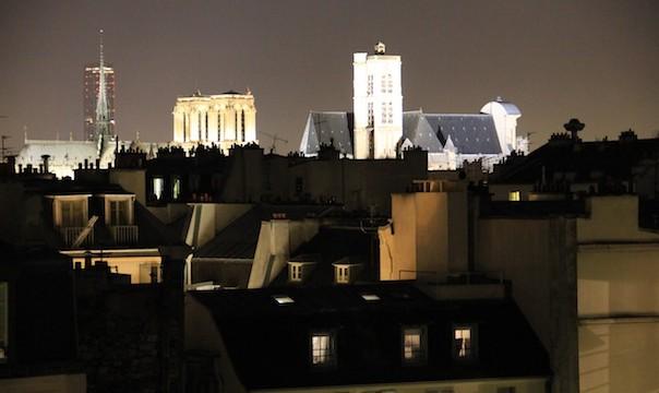 La Tour Maine-Montparnasse, la cathédrale Notre-Dame de Paris et l'église Saint-Gervais