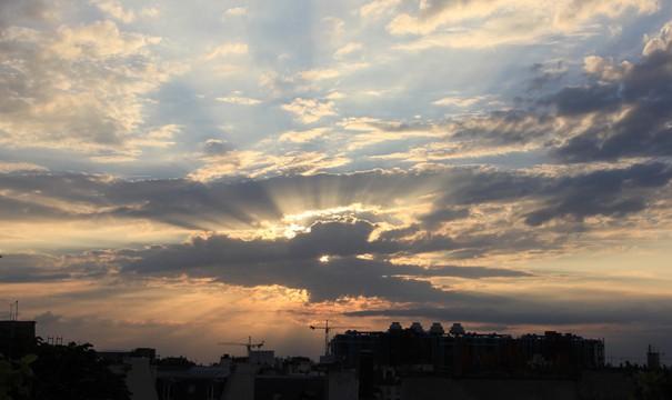 L'éclat du ciel sur Beaubourg