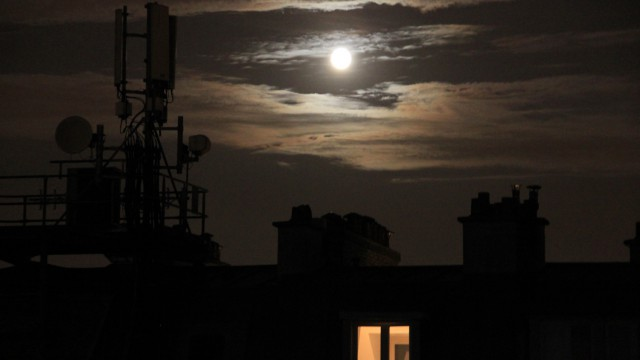 Fenêtre sur Lune. Window on the moon.