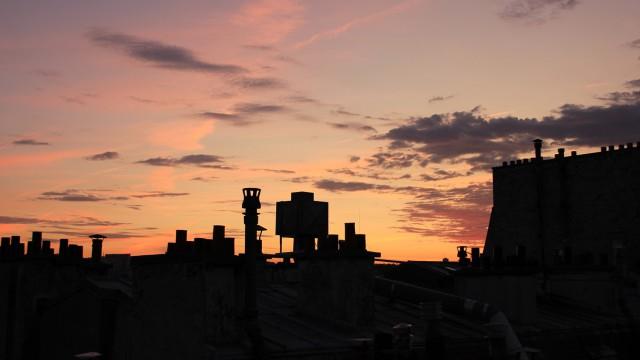 Les Mitrons de Cheminées en action. The tops of active chimneys.