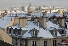 Les toits du quartier du Marais sous la neige. Au fond le Sacré-Coeur. The roofs of the Marais quarter, under snow. The Sacré-Coeur in the background.