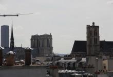 La Tour Maine-Montparnasse, la cathédrale Notre-Dame de Paris et l'église Saint-Gervais. Maine-Montparnasse Tower - Notre-Dame Cathedral and Saint-Gervais Church.